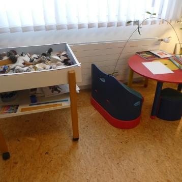 Sandkasten und Kindertisch